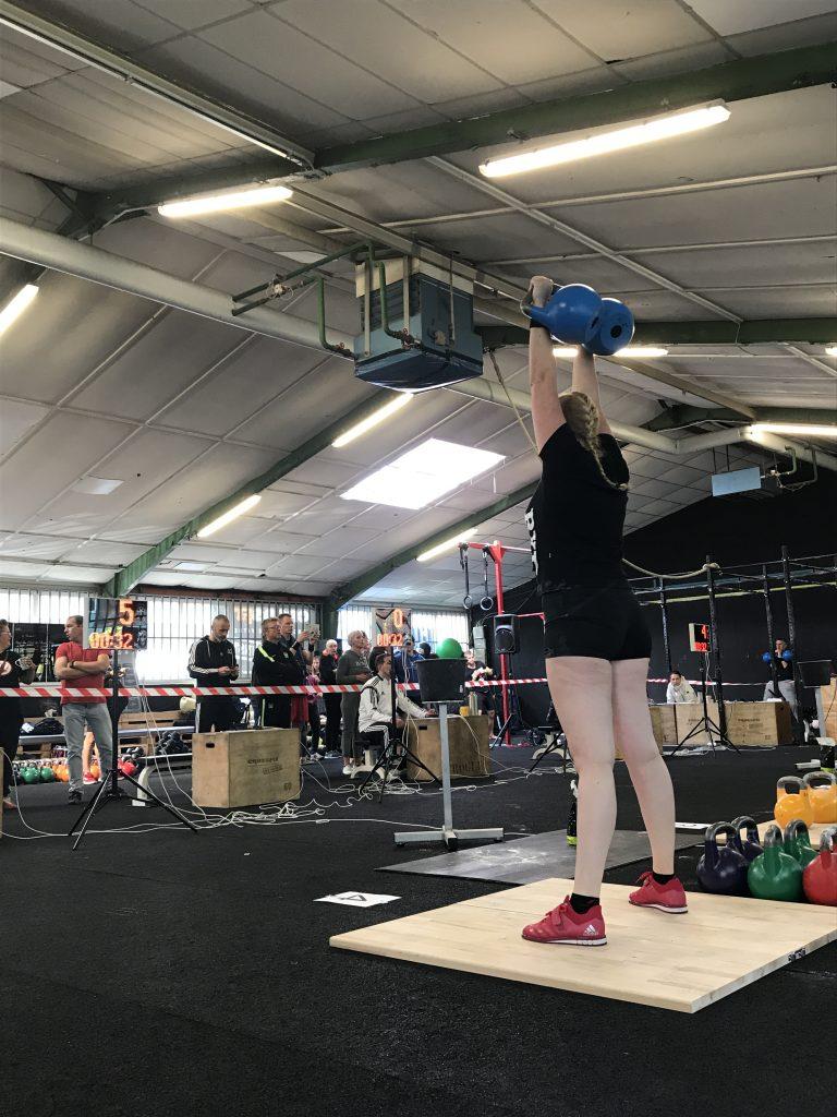 Marianne Vonder van RxD tijdens haar LC set met 2x12 kg.